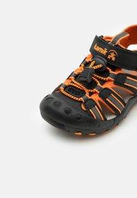 Kamik - CRAB UNISEX - Sandales de randonnée - black/orange/charcoal - 5