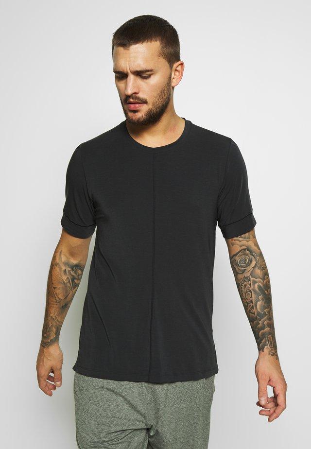 DRY YOGA - Jednoduché triko - black