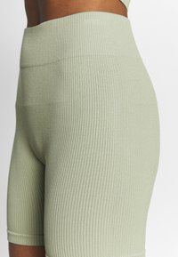South Beach - SEAMLESS CYCLE SHORT - Medias - dessert sage - 4