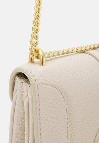 See by Chloé - SHOULDER BAGS - Taška spříčným popruhem - cement beige - 3