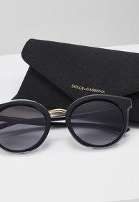 Dolce&Gabbana - Sluneční brýle - top crystal on black - 3