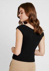 Weekday - TAI - Print T-shirt - black - 2
