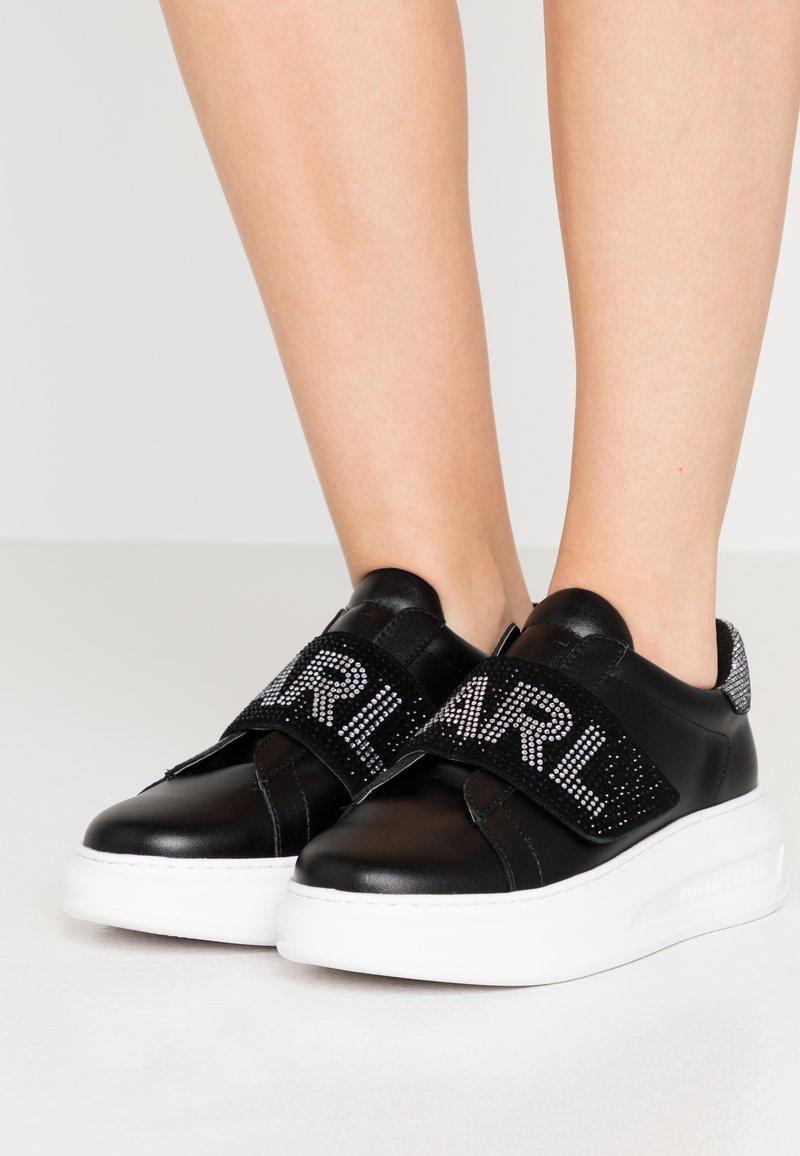 KARL LAGERFELD - KAPRI GLITZ LOGO - Sneakersy niskie - black/silver