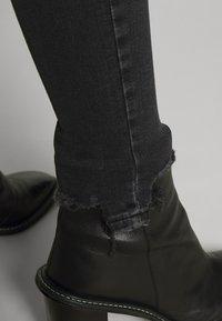 Topshop - JAMIE  - Jeans Skinny Fit - washed black - 5