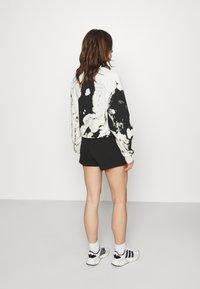 Calvin Klein Jeans - LOGO TRIM - Tracksuit bottoms - black - 2