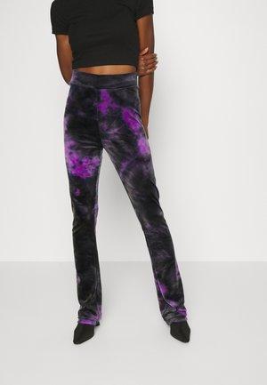 FREYA - Pantalones deportivos - sparkling grape
