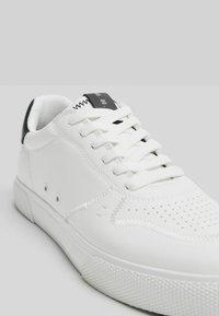 Bershka - Sneakers - white - 5