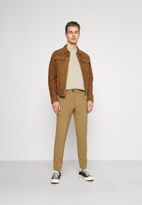 Lindbergh - CLUB PANTS - Kangashousut - light brown - 1