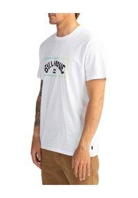 Billabong - ARCH  - Print T-shirt - white - 2