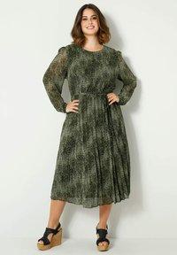Sara Lindholm by HAPPYsize - Day dress - grün,schwarz - 0