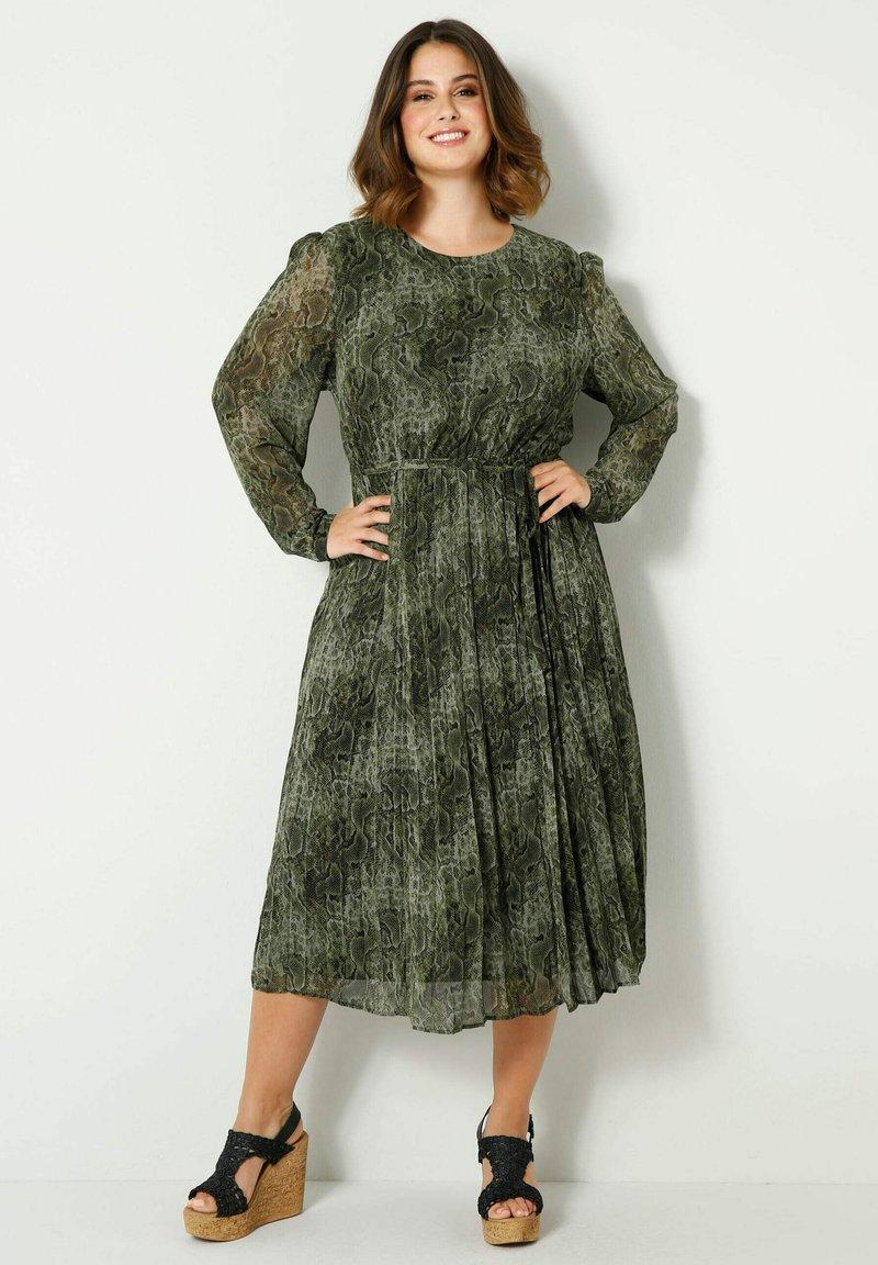 Sara Lindholm by HAPPYsize - Day dress - grün,schwarz