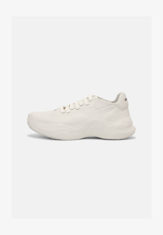 YOUTH CORE MOON TRAINERS UNISEX - Trainers - white