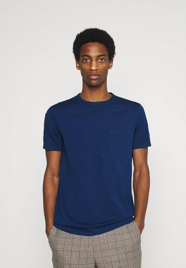 SHORT SLEEVE NECK BINDING - Jednoduché triko - estate blue