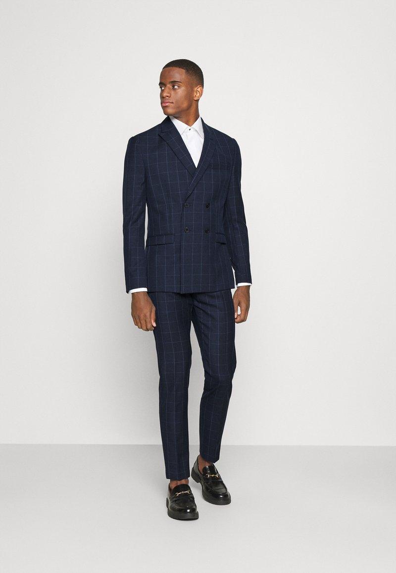 Isaac Dewhirst - THE FASHION SUIT PEAK WINDOW CHECK - Suit - dark blue