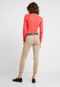 Marc O'Polo - LULEA - Trousers - norse sand - 2