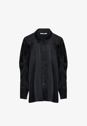 MIT GERAFFTEN ÄRMELN - Button-down blouse - black