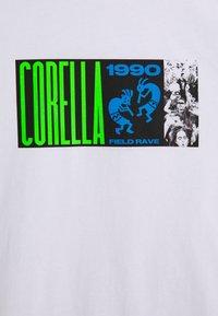 CORELLA - FIELD RAVER UNISEX - Printtipaita - white - 2