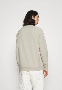 Nike Sportswear - Sudadera - stone/white - 0