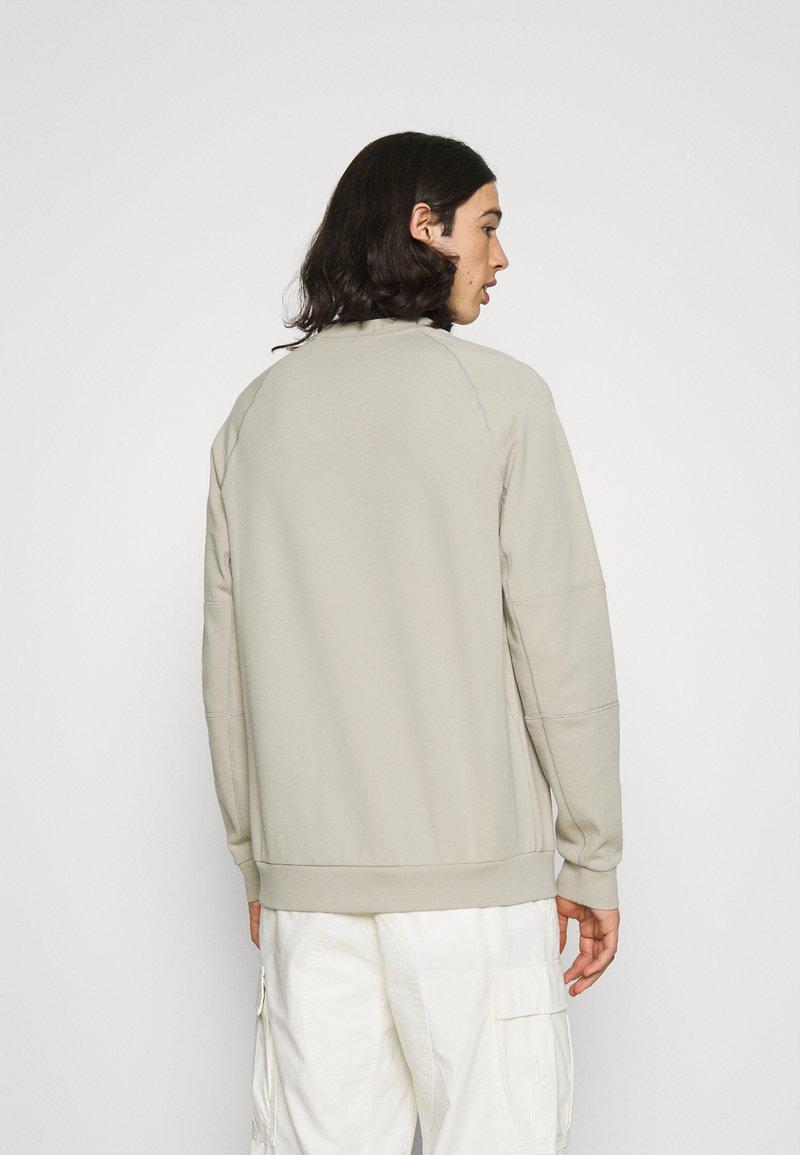 Nike Sportswear - Sudadera - stone/white