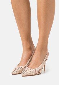 Laura Biagiotti - Classic heels - beige - 0