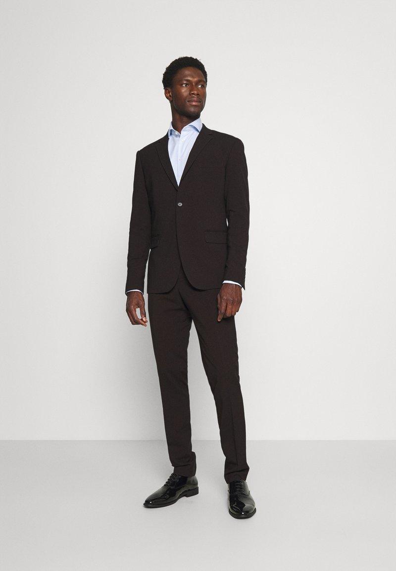 Lindbergh - PLAIN MENS SUIT - Kostym - dark burgundy melange