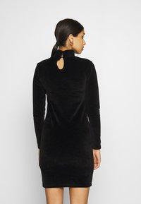 Karl Kani - SMALL SIGNATURE RHINESTONE TURTLEDRESS - Pouzdrové šaty - black - 2