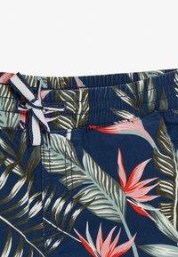 Jack & Jones Junior - JJIFREE JOGGER SHORTS FLOWER - Shorts - navy blazer - 2