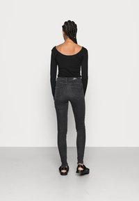 ONLY - ONLPOWER MID PUSH UP - Jeans Skinny - medium grey denim - 2