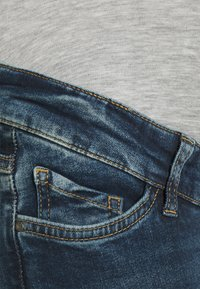 MAMALICIOUS - MLVERMONT - Jeans slim fit - medium blue denim - 2