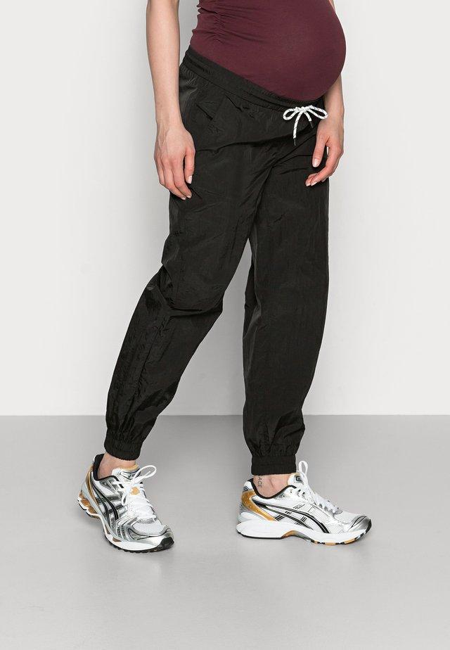 PCMGOIA TRACK PANT - Teplákové kalhoty - black