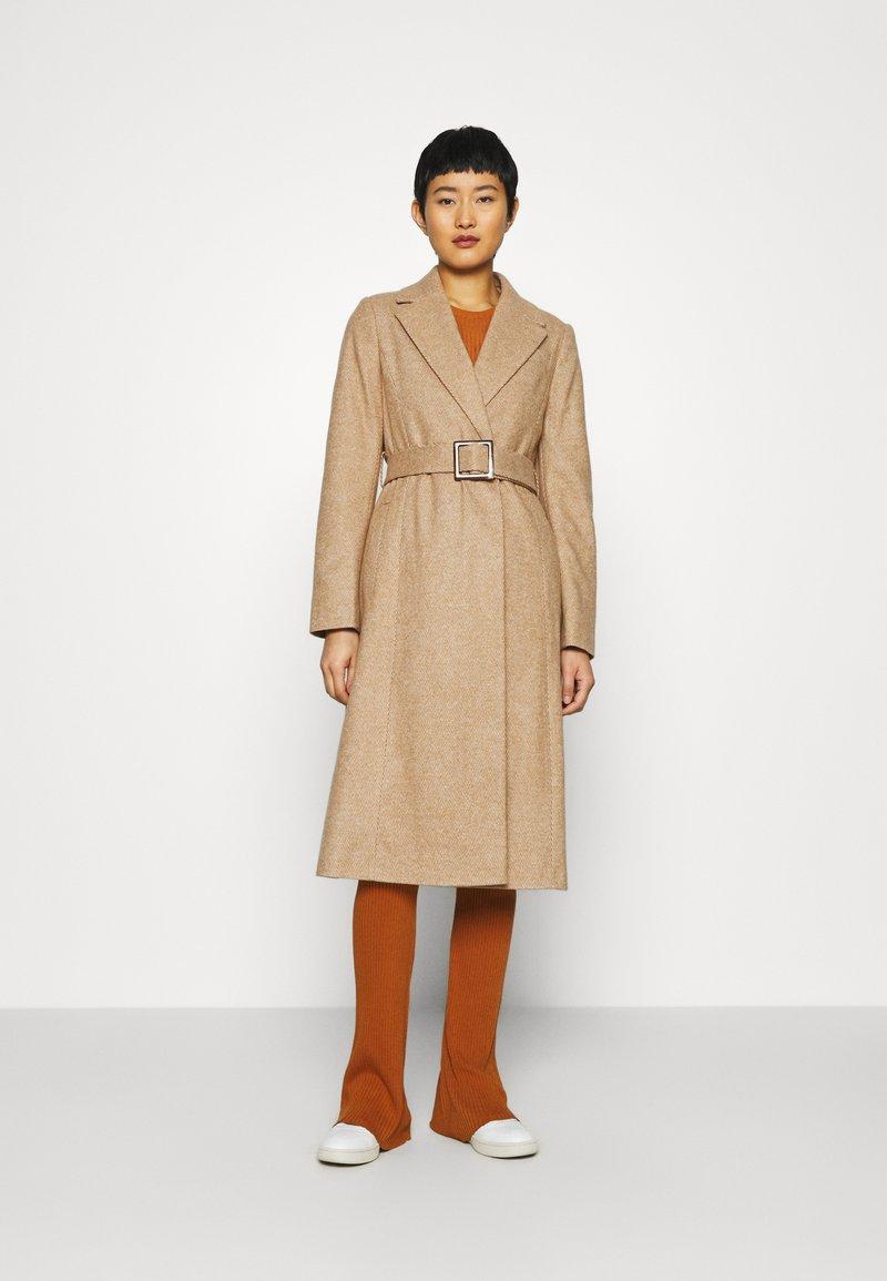 Dorothy Perkins - BELT WRAP - Klasický kabát - camel