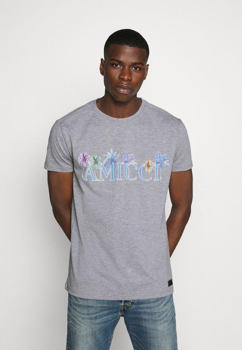 AMICCI - FLORENCE - Print T-shirt - grey