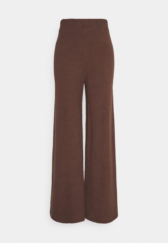 NA-KD X ZALANDO EXCLUSIVE - FLUFFY PANTS - Spodnie materiałowe - nougat