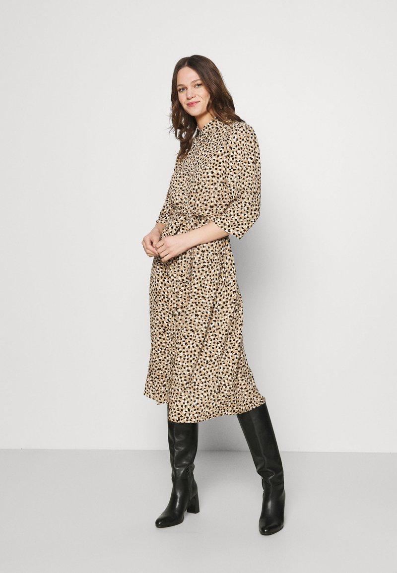 Dorothy Perkins - DRESS - Shirt dress - camel
