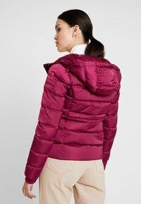 Calvin Klein Jeans - FITTED PUFFER - Dunjakke - beet red - 3