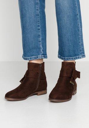 Kotníkové boty - mocca