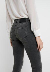 Selected Femme - SLFIDA SMOKE - Jeans Skinny Fit - black denim - 3