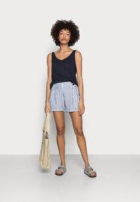 Esprit - Shorts - white - 1