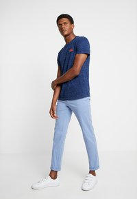 Superdry - ORANGE LABEL VINTAGE EMBROIDERY TEE - Basic T-shirt - faux indigo space dye - 1