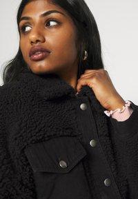 Pieces Petite - PCMAELYNN JACKET - Winter jacket - black - 4
