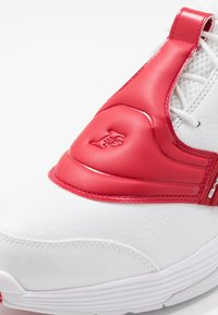 Reebok Classic - ANSWER V  - Trainers - white/red - 8