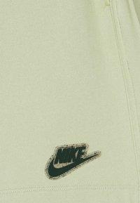 Nike Sportswear - EARTH DAY - Short - olive aura/galactic jade - 4