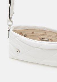 Guess - BRIGHTSIDE SHOULDER BAG - Bolso de mano - white - 2