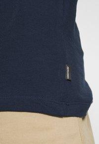 Jack & Jones PREMIUM - JPRBLAHARDY TEE CREW NECK - Basic T-shirt - black iris - 4