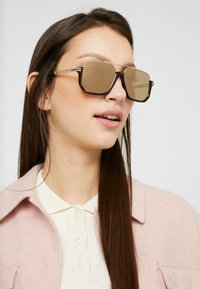 Marc Jacobs - MARC 413/S - Sunglasses - dark havana - 3