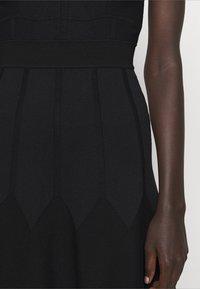 Pinko - GOLF ABITO - Pletené šaty - black - 4