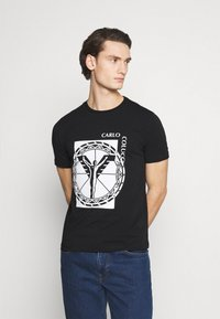 Carlo Colucci - BIG LOGO - Print T-shirt - black - 0