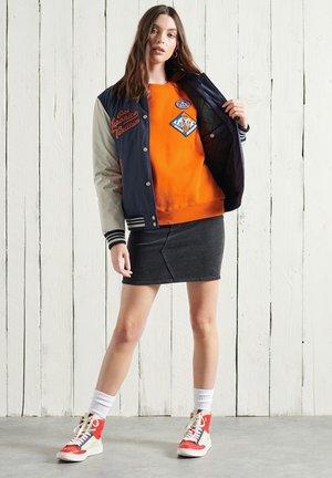 STANDARD PATCH  - Sweatshirt - la shocker orange