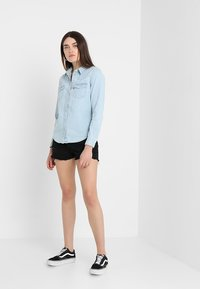 Levi's® - ULTIMATE WESTERN - Button-down blouse - radio starr - 2