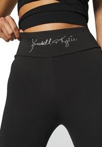 KENDALL + KYLIE - HIGH WAIST LOGOTIGHTS - Legíny - black - 5